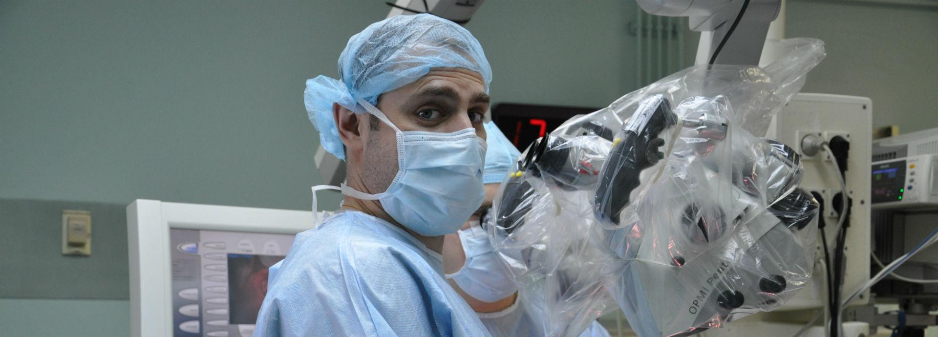 Врач нейрохирург